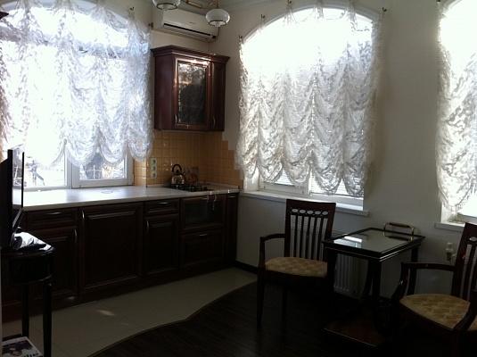 1-комнатная квартира посуточно в Одессе. Приморский район, пер. Красный, 11. Фото 1