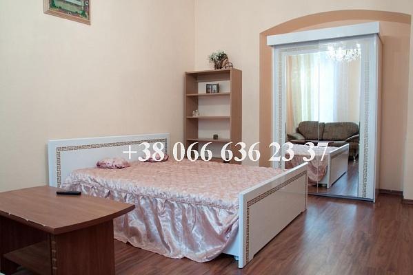 4-комнатная квартира посуточно в Львове. Галицкий район, ул. Веселая, 8. Фото 1