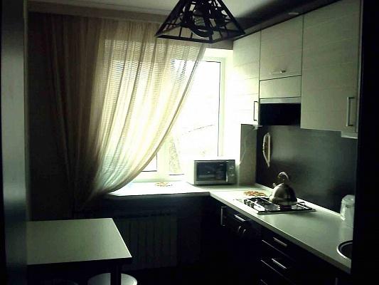 1-комнатная квартира посуточно в Днепропетровске. Бабушкинский район, ул. Комсомольская, 41-43. Фото 1