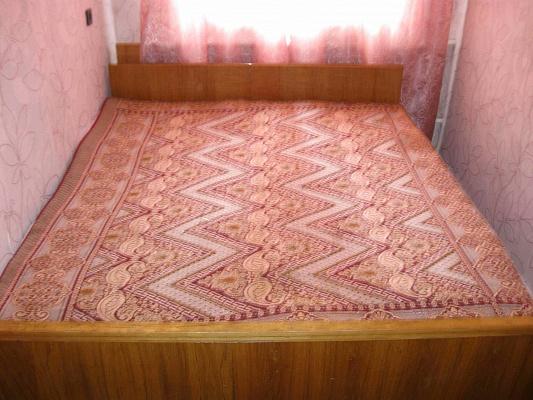 2-комнатная квартира посуточно в Херсоне. Комсомольский район, ул. Комарова, 3. Фото 1
