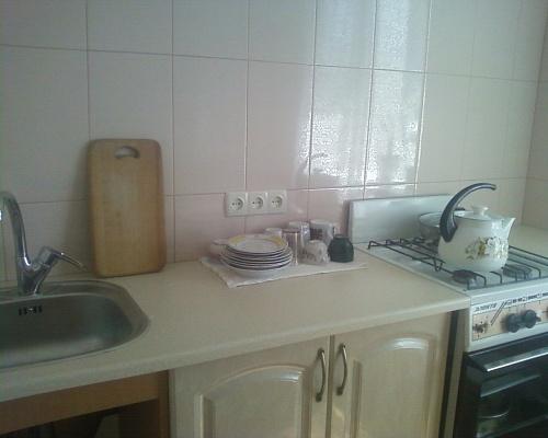 1-комнатная квартира посуточно в Ильичёвске. Пригород район, ул. Ленина, 29. Фото 1