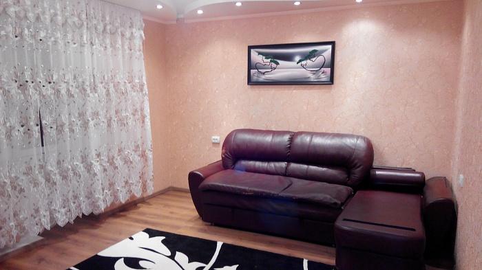 2-комнатная квартира посуточно в Полтаве. Ленинский район, ул. Александра Бедного, 11. Фото 1