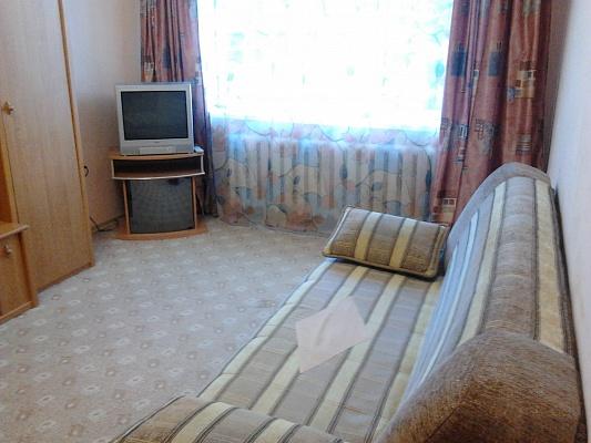 1-комнатная квартира посуточно в Симферополе. пр-т Кирова, 12а. Фото 1