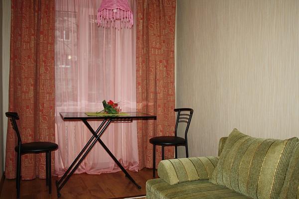 2-комнатная квартира посуточно в Мариуполе. пр-т Ленина, 88. Фото 1