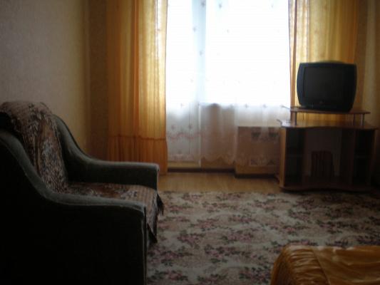 2-комнатная квартира посуточно в Ровно. ул. Степана Бандеры, 54. Фото 1
