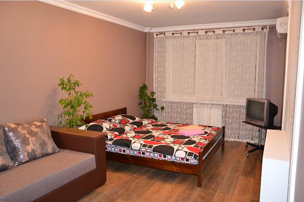 1-комнатная квартира посуточно в Киеве. Оболонский район, пр-т Оболонский, 18-Б. Фото 1