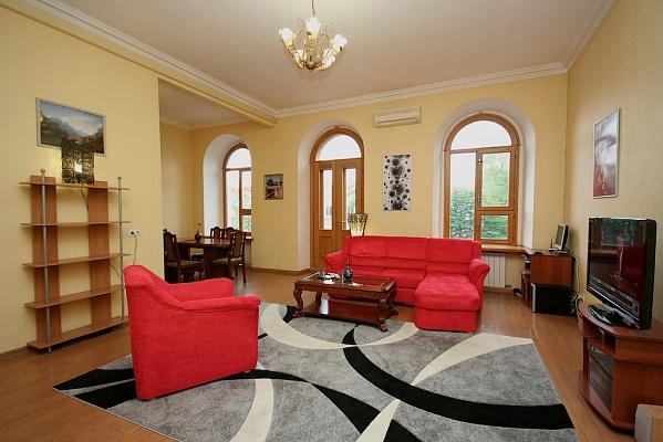 3-комнатная квартира посуточно в Одессе. Приморский район, ул. Бунина, 33. Фото 1