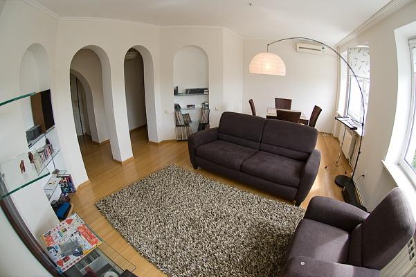 4-комнатная квартира посуточно в Тернополе. ул. Багата, 9. Фото 1