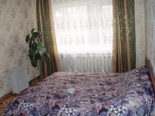 2-комнатная квартира посуточно в Алчевске. ул. Ленина, 25. Фото 1