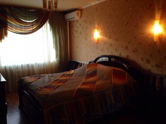 2-комнатная квартира посуточно в Алчевске. ул. Ленина, 108. Фото 1