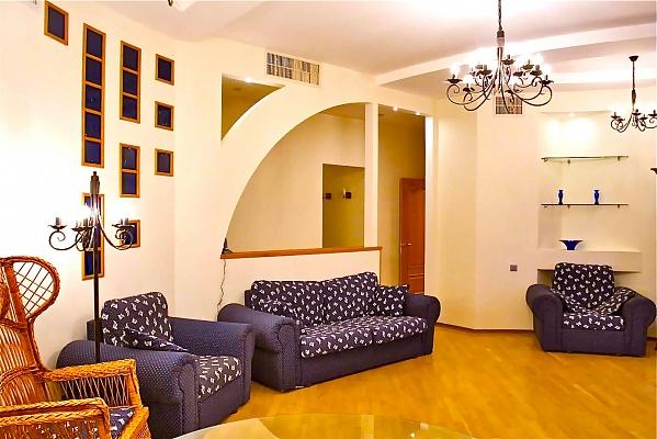 3-комнатная квартира посуточно в Киеве. Печерский район, ул. Крещатик, 13. Фото 1