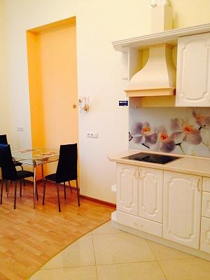 2-комнатная квартира посуточно в Одессе. Приморский район, ул. Еврейская, 2. Фото 1