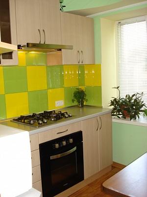 2-комнатная квартира посуточно в Бердянске. ул. Франко, 6. Фото 1