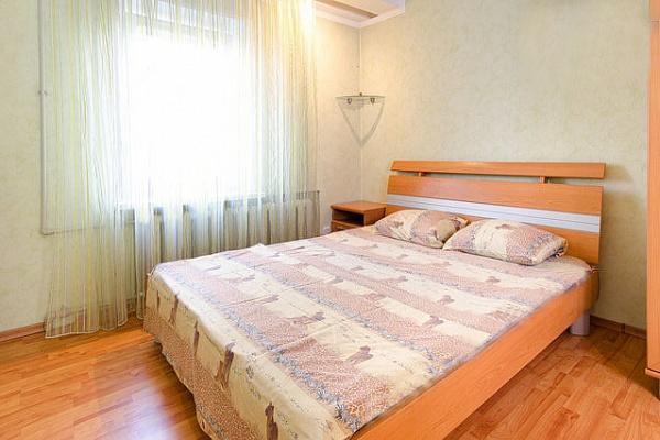 2-комнатная квартира посуточно в Донецке. Ворошиловский район, ул. Конституции, 4. Фото 1