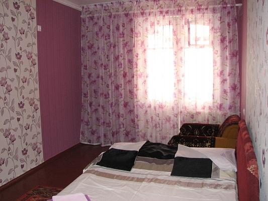 2-комнатная квартира посуточно в Ялте. ул. Московская, 37. Фото 1