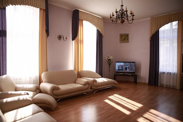3-комнатная квартира посуточно в Львове. Галицкий район, ул. Галицкая, 19. Фото 1