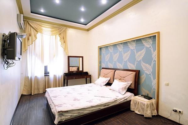 2-комнатная квартира посуточно в Киеве. Печерский район, ул. Бассейная, 5Б. Фото 1