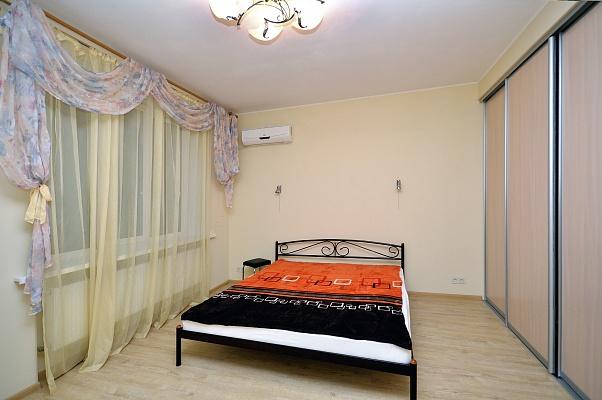 2-комнатная квартира посуточно в Харькове. Дзержинский район, ул. Данилевского, 20. Фото 1