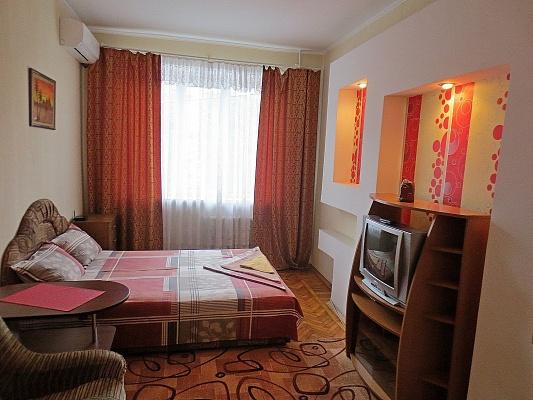 1-комнатная квартира посуточно в Черкассах. ул. Шевченко, 244. Фото 1