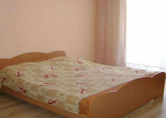 2-комнатная квартира посуточно в Херсоне. Днепровский район, пл. Свободы, 5. Фото 1