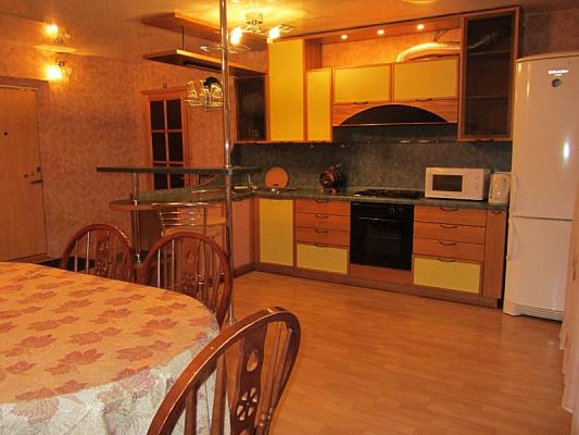 3-комнатная квартира посуточно в Запорожье. Ленинский район, ул. Рельефная, 6. Фото 1