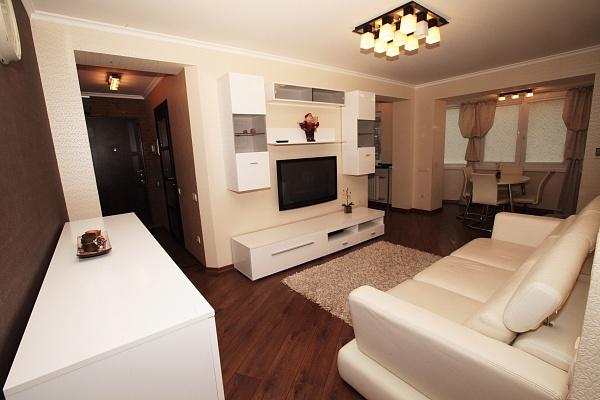 3-комнатная квартира посуточно в Днепропетровске. Кировский район, ул. Л.Стромцева (Вакуленчука), 2 В. Фото 1