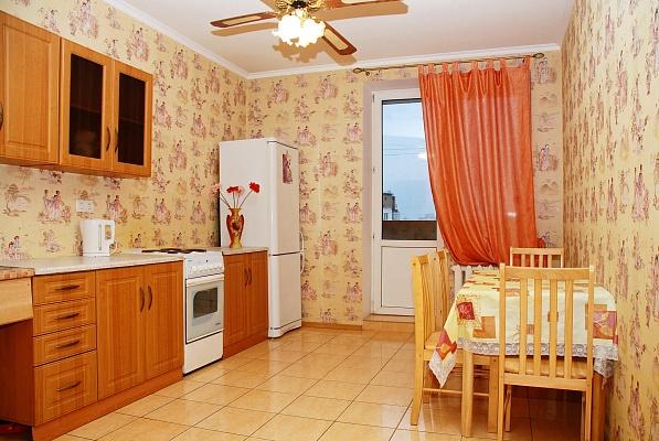 1-комнатная квартира посуточно в Киеве. Дарницкий район, ул. Гмыри, 8б. Фото 1