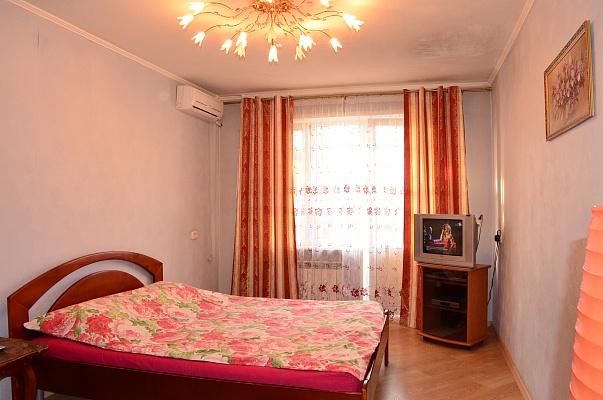 1-комнатная квартира посуточно в Киеве. Оболонский район, ул. Маршала Малиновского, 13Б. Фото 1
