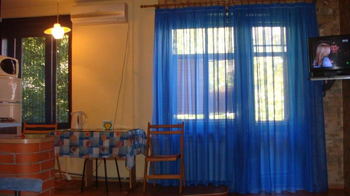 3-комнатная квартира посуточно в Днепропетровске. Бабушкинский район, ул. Московская, 25. Фото 1