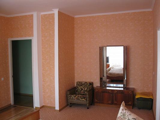 1-комнатная квартира посуточно в Запорожье. Орджоникидзевский район, ул. Сталеваров, 32. Фото 1