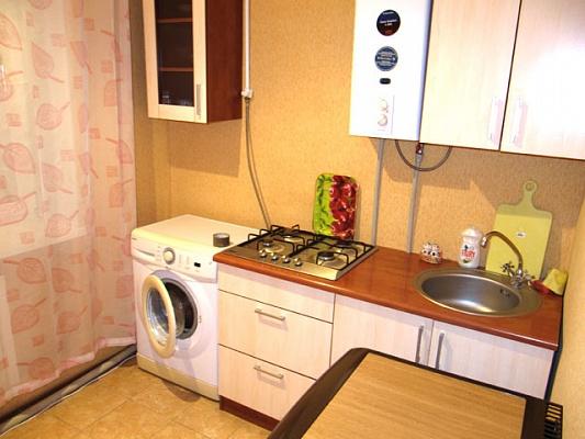 1-комнатная квартира посуточно в Донецке. Ворошиловский район, пл. Конституции, 2. Фото 1