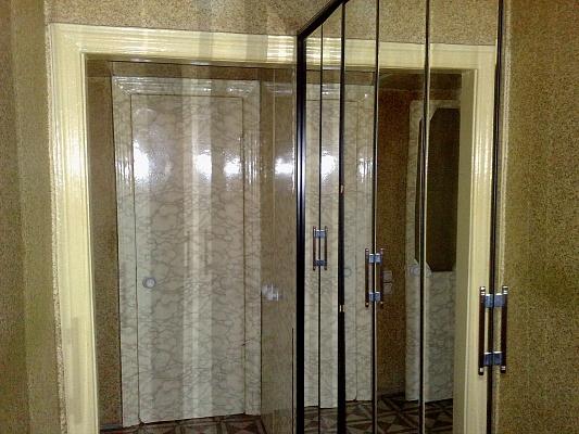 1-комнатная квартира посуточно в Донецке. Ленинский район, ул. Луговцова, 1. Фото 1