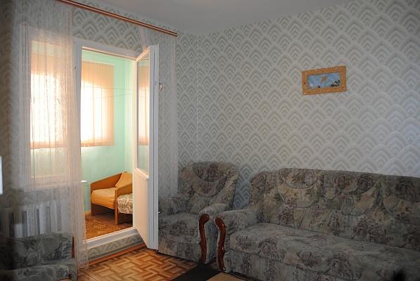 3-комнатная квартира посуточно в Феодосии. ул. Дружбы, 42в. Фото 1
