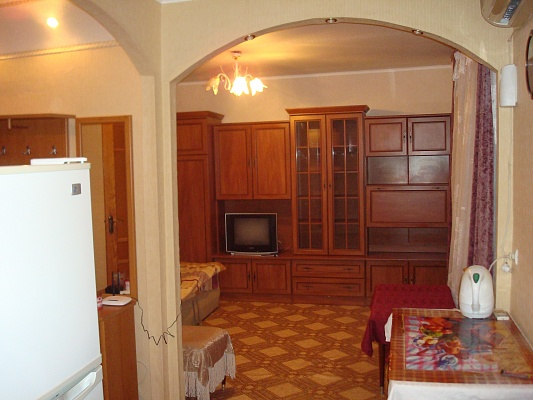 1-комнатная квартира посуточно в Донецке. Калининский район, Харитонова, 6. Фото 1