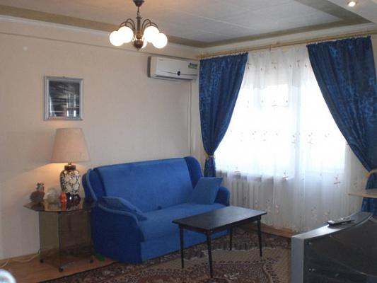 1-комнатная квартира посуточно в Донецке. Калининский район, ул. М.Ульяновой, 55. Фото 1