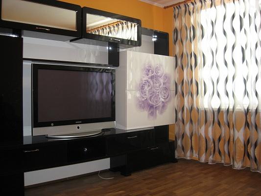 2-комнатная квартира посуточно в Черкассах. ул. Крещатик, 180. Фото 1