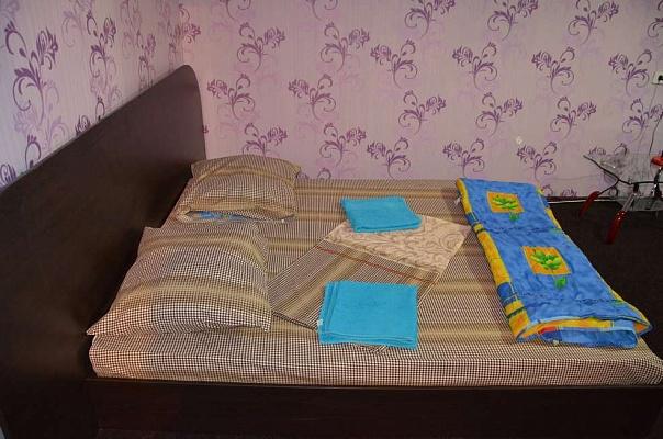 1-комнатная квартира посуточно в Днепропетровске. Октябрьский район, пр-т Героев, 27. Фото 1