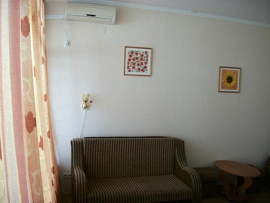 1-комнатная квартира посуточно в Феодосии. ул. Ленина, 146. Фото 1