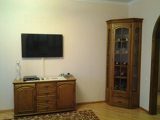 2-комнатная квартира посуточно в Щёлкино. дом, 92. Фото 1