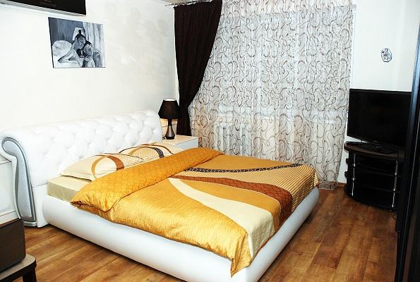 1-комнатная квартира посуточно в Донецке. Ворошиловский район, ул. Набережная, 139а. Фото 1