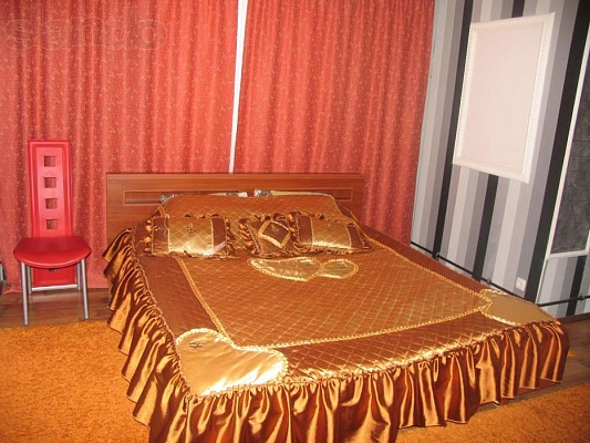 1-комнатная квартира посуточно в Днепродзержинске. ул. Независимости, 66. Фото 1
