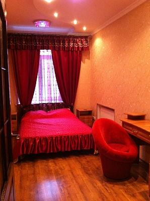 2-комнатная квартира посуточно в Днепропетровске. Бабушкинский район, ул. Миронова, 1. Фото 1