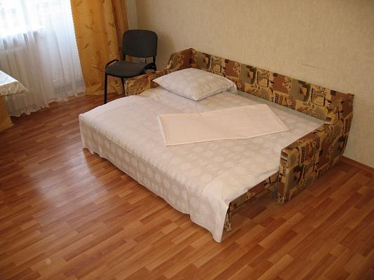1-комнатная квартира посуточно в Миргороде. ул. Гоголя, 137. Фото 1