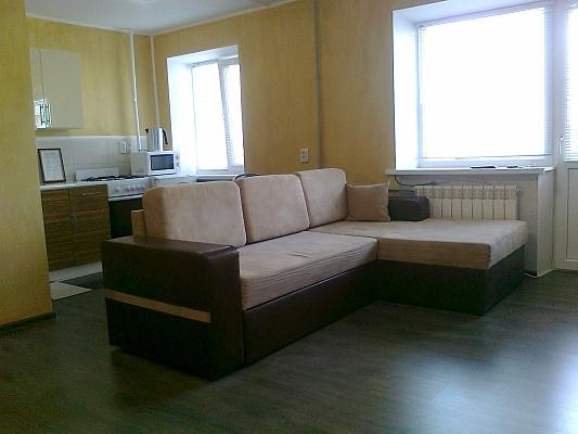 1-комнатная квартира посуточно в Кировограде. Ленинский район, ул. Карла Маркса, 1б. Фото 1