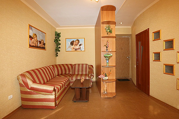 2-комнатная квартира посуточно в Кременчуге. ул. Чапаева, 71. Фото 1