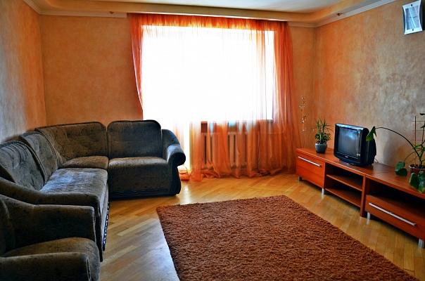 3-комнатная квартира посуточно в Ровно. ул. Гагарина, 61. Фото 1
