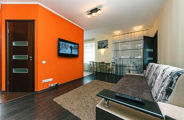 2-комнатная квартира посуточно в Киеве. Голосеевский район, ул. Саксаганского, 82. Фото 1