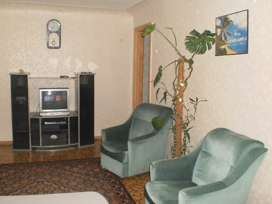 2-комнатная квартира посуточно в Луганске. Ленинский район, кв. Димитрова, 25. Фото 1