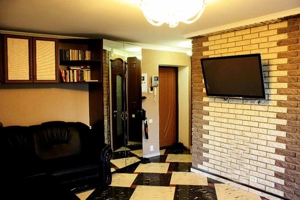2-комнатная квартира посуточно в Николаеве. Центральный район, ул. Шевченко, 73. Фото 1