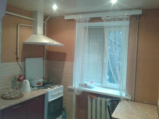 1-комнатная квартира посуточно в Днепродзержинске. пр.Ленина, 76. Фото 1
